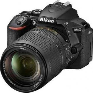 Nikon D5600 DSLR Camera with 18-140mm Lens (Black)